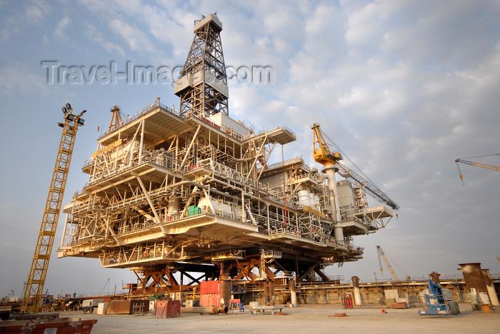 azer534: Caspian sea: Deep Water Guneshli Platform - Azeri-Chirag-Guneshli (ACG) oil field - photo by J.Fitzpatrick - (c) Travel-Images.com - Stock Photography agency - Image Bank