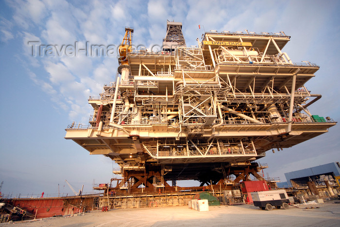 azer535: Caspian sea: Deep Water Guneshli Platform - side view - Azeri-Chirag-Guneshli (ACG) oil field - photo by J.Fitzpatrick - (c) Travel-Images.com - Stock Photography agency - Image Bank