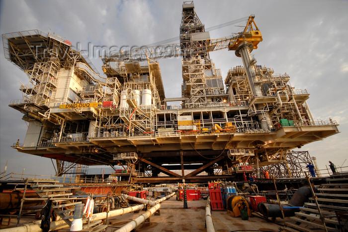 azer536: Caspian sea: Deep Water Guneshli Platform - wide angle - Azeri-Chirag-Guneshli (ACG) oil field - photo by J.Fitzpatrick - (c) Travel-Images.com - Stock Photography agency - Image Bank