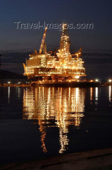 azer537: Caspian sea: Deep Water Guneshli Platform - Azeri-Chirag-Guneshli (ACG) oil field - nocturnal - photo by J.Fitzpatrick - (c) Travel-Images.com - Stock Photography agency - Image Bank