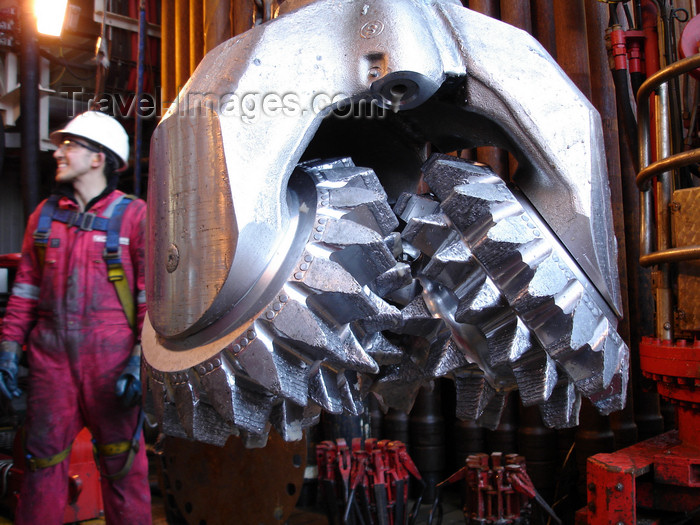 azer539: Caspian sea: subsea drill bit - Production, Drilling and Quarters (PDQ) platform - West Azeri (WA) section of the Azeri-Chirag-Guneshli (ACG) oil field - photo by J.Fitzpatrick - (c) Travel-Images.com - Stock Photography agency - Image Bank