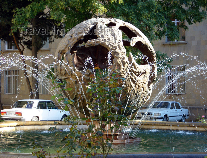 azer540: Baku, Azerbaijan: fountain at the Ministry of Foreign Affairs, Gyanjlik sq. - photo by N.Mahmudova - (c) Travel-Images.com - Stock Photography agency - Image Bank