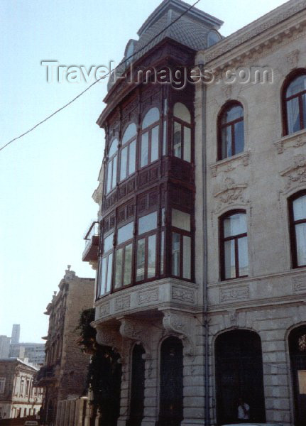 azer55: Azerbaijan - Baku: veranda - photo by Miguel Torres - (c) Travel-Images.com - Stock Photography agency - Image Bank
