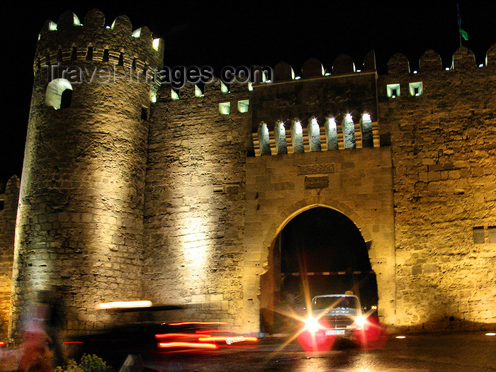 azer552: Baku, Azerbaijan: gate on the city walls - nocturnal - photo by N.Mahmudova - (c) Travel-Images.com - Stock Photography agency - Image Bank