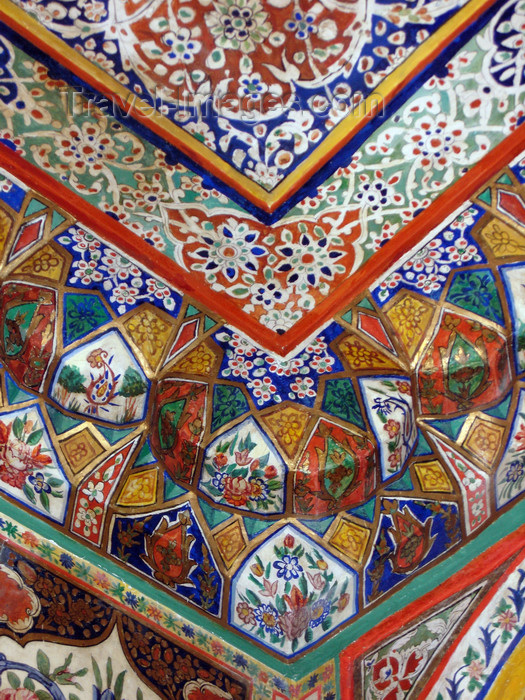 azer555: Sheki / Shaki - Azerbaijan: Sheki Khans' palace - ceiling corner with flower decorated muqarnas - Khansarai - photo by N.Mahmudova - (c) Travel-Images.com - Stock Photography agency - Image Bank