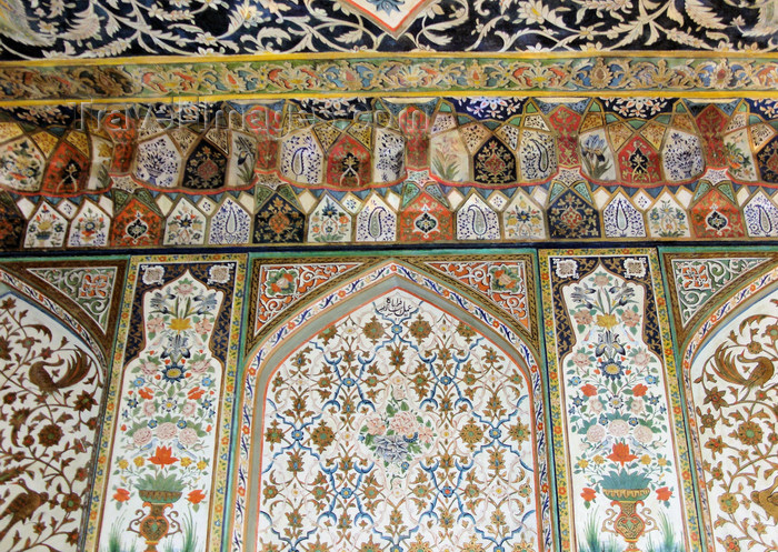 azer556: Sheki / Shaki - Azerbaijan: Sheki Khans' palace - intricate decoration - muqarnas - Khansarai - photo by N.Mahmudova - (c) Travel-Images.com - Stock Photography agency - Image Bank