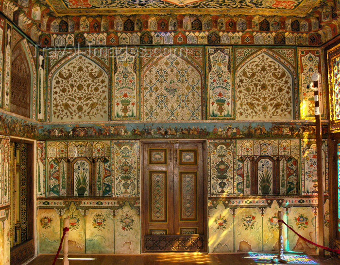 azer560: Sheki / Shaki - Azerbaijan: Sheki Khans' palace - frescos in the interior - floral motives - Khansarai - photo by N.Mahmudova - (c) Travel-Images.com - Stock Photography agency - Image Bank