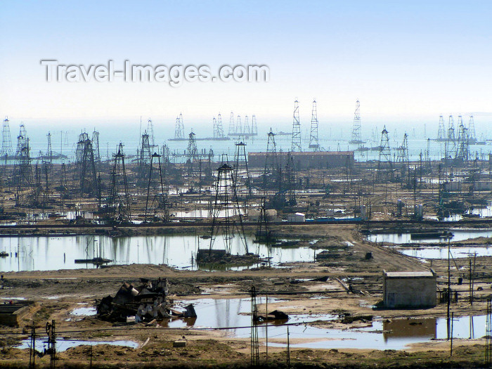 azer63: Azerbaijan - Gobustan / Qobustan / Kobustan:  oil derrick - petroleum industry - poluted land - photo by N.Mahmudova - (c) Travel-Images.com - Stock Photography agency - Image Bank