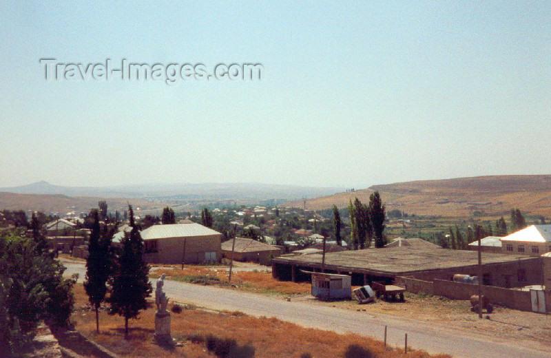 azer65: Azerbaijan - Shemakha: horizon (photo by M.Torres) - (c) Travel-Images.com - Stock Photography agency - Image Bank