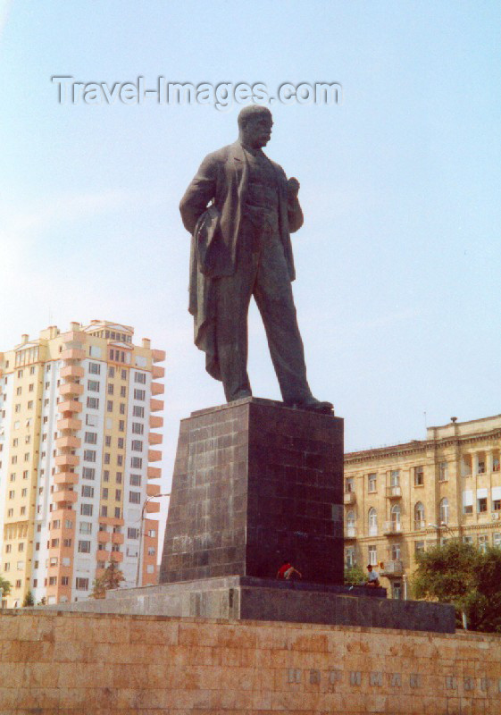 azer69: Azerbaijan - Baku: Nariman Narimanov statue - Azerbaijani revolutionary, writer, publicist, politician and statesman - photo by Miguel Torres - (c) Travel-Images.com - Stock Photography agency - Image Bank