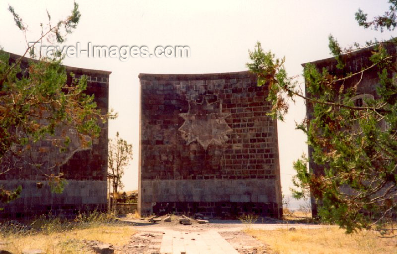 azer77: Azerbaijan - Lachin / Berdzor: remains of a Azeri monument - photo by Miguel Torres - (c) Travel-Images.com - Stock Photography agency - Image Bank