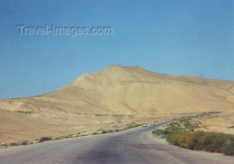 azer88: Azerbaijan - Maraza / Mareze - Samaxi Rayonu: on the road (photo by Miguel Torres) - (c) Travel-Images.com - Stock Photography agency - Image Bank