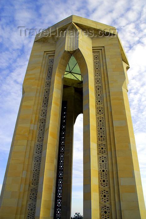 azer91: Azerbaijan - Baku: monument on Martyrs' Lane - from the base - Shahidlar Hiyabany - photo by M.Torres - (c) Travel-Images.com - Stock Photography agency - Image Bank