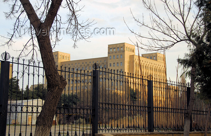 azer96: Azerbaijan - Baku: Azerbaijan Academy of Sciences - central offices - Hussein Javid Prospect - its 'crown' was cancelled by Khruschev - designed by architect Mikayil Useynov - Azarbaycan Milli Elmlar Akademiyasi - photo by M.Torres - (c) Travel-Images.com - Stock Photography agency - Image Bank