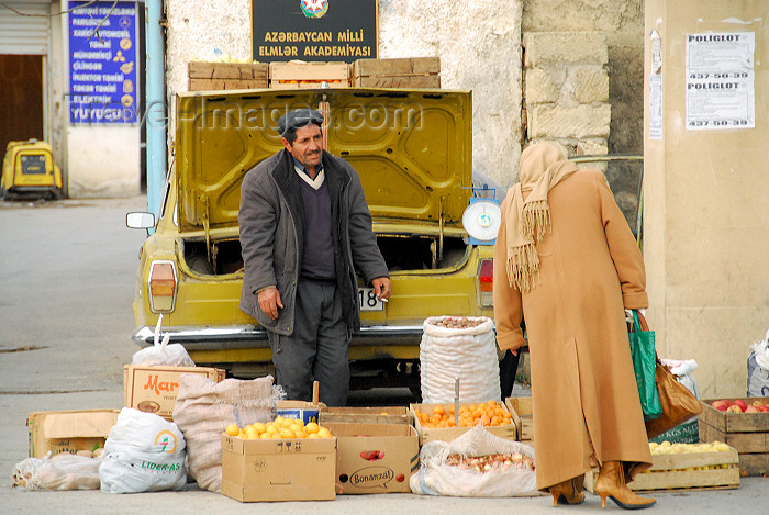 azer97: Azerbaijan - Baku: selling fruit from a car boot - near Baku State University - photo by  M.Torres - (c) Travel-Images.com - Stock Photography agency - Image Bank