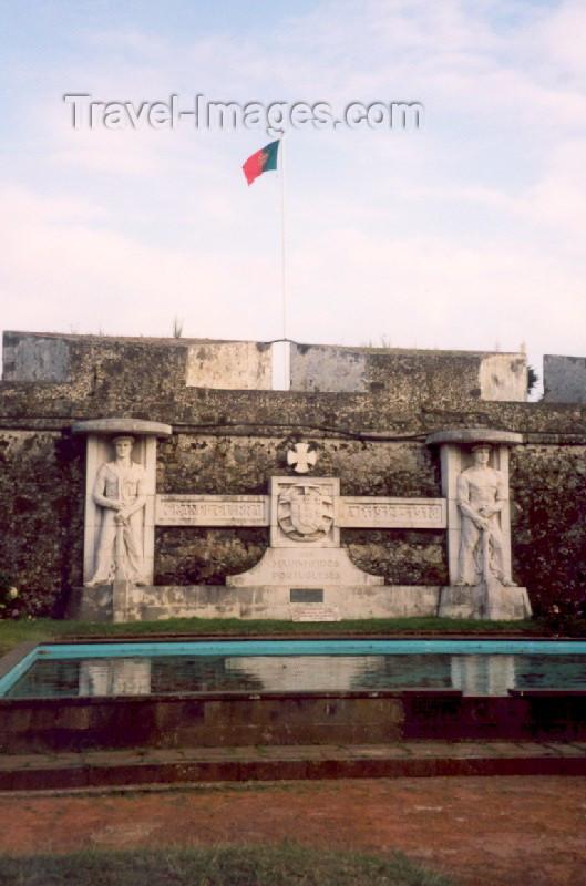azores12: Azores / Açores - São Miguel - Ponta Delgada: Portuguese Navy WWI memorial at St. Brás fort / monumento aos marinheiros Portugueses na Primeira Guerra Mundial - forte de São Brás - photo by M.Torres - (c) Travel-Images.com - Stock Photography agency - Image Bank