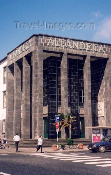 azores14: Azores - Ponta Delgada: Customs office - basalt in the entrance / Alfândega aduaneira - entrada em basalto - photo by M.Torres - (c) Travel-Images.com - Stock Photography agency - Image Bank