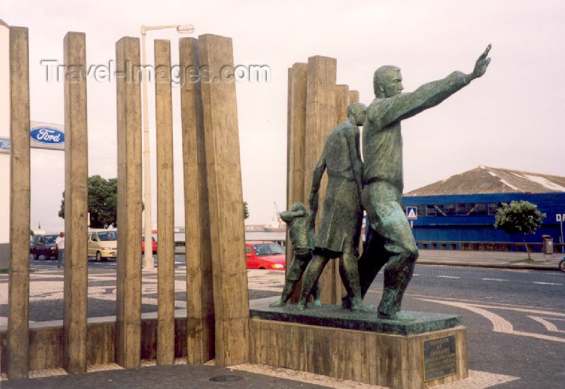 azores15: Azores - Ponta Delgada: Migrant worker's monument / monumento ao emigrante (Praça 5 de Outubro) - photo by M.Torres - (c) Travel-Images.com - Stock Photography agency - Image Bank
