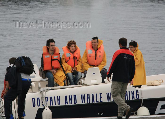 azores175: Azores / Açores - São Miguel - Ponta Delgada: leaving for whale and dolphin watching / grupo parte para observação de baleias e golfinhos - photo by A.Stepanenko - (c) Travel-Images.com - Stock Photography agency - Image Bank