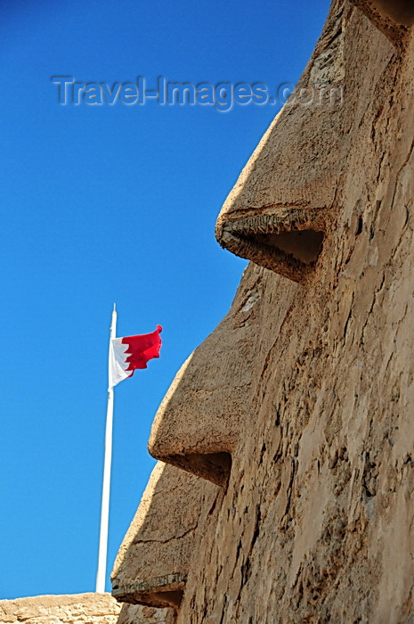 bahrain1: Arad, Muharraq Island, Bahrain: Arad Fort - these nose shaped openings in the upper part of the walls allowed marksmen to target enemy forces at close range - Bahraini flag - photo by M.Torres - (c) Travel-Images.com - Stock Photography agency - Image Bank
