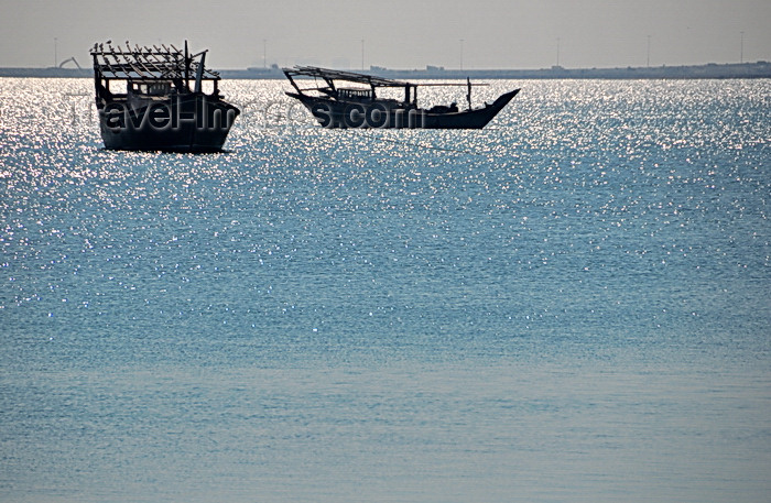 bahrain10: Muharraq Island, Bahrain: silhouette of dhows in the bay - Khawr al Qulay'ah - photo by M.Torres - (c) Travel-Images.com - Stock Photography agency - Image Bank