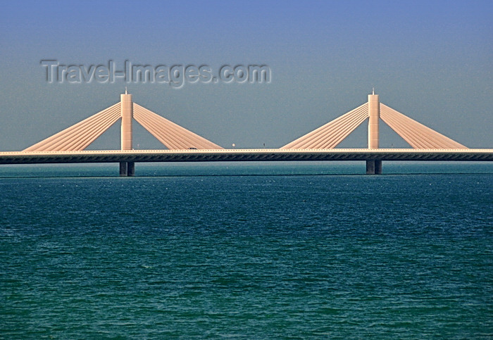 bahrain15: Manama, Bahrain: Sheikh Isa Bin Salman Causeway - connects Busaiteen to the Diplomatic Area, near Seef district - dual 3-lane causeway with a 260-m long cable-stayed bridge - photo by M.Torres - (c) Travel-Images.com - Stock Photography agency - Image Bank