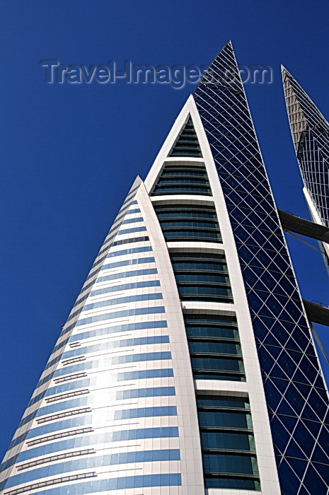 bahrain29: Manama, Bahrain: Bahrain World Trade Center - BWTC - sail-shaped buildings - WS Atkins and Partners - photo by M.Torres - (c) Travel-Images.com - Stock Photography agency - Image Bank