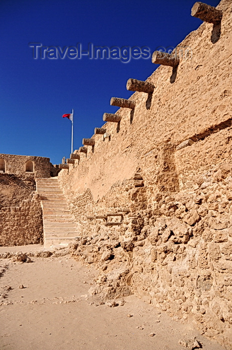 bahrain3: Arad, Muharraq Island, Bahrain: Arad Fort - interior - coral limestone and palm-tree trunks are the main construction materials - photo by M.Torres - (c) Travel-Images.com - Stock Photography agency - Image Bank