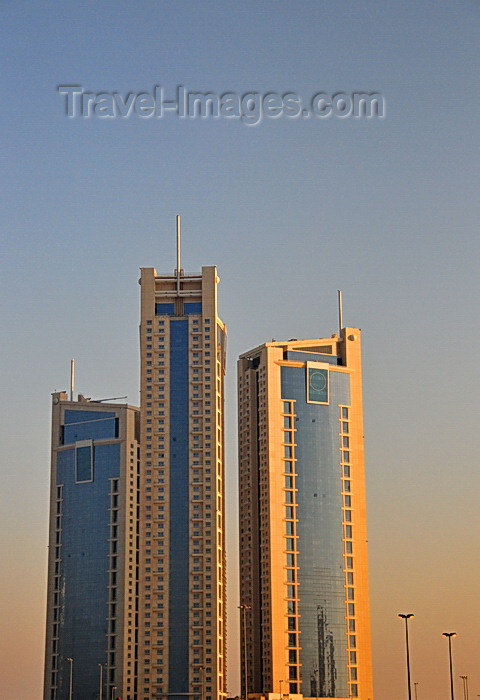 bahrain65: Manama, Bahrain: Abraj Al Lulu residential towers - Gold Pearl, Silver Pearl and the Black Pearl towers - freehold luxury apartments - architect Jafar Tukan - photo by M.Torres - (c) Travel-Images.com - Stock Photography agency - Image Bank