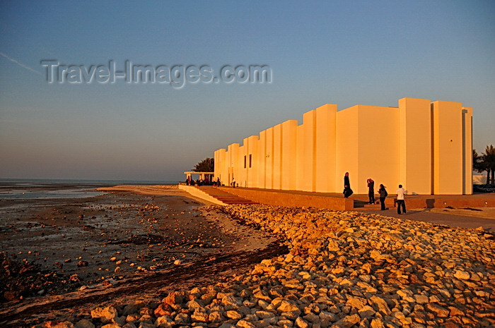 bahrain67: Manama, Bahrain: museum building of Portugal Fort - low tide on the Persian Gulf - Qal'at al-Bahrain - Qal'at al Portugal - photo by M.Torres - (c) Travel-Images.com - Stock Photography agency - Image Bank