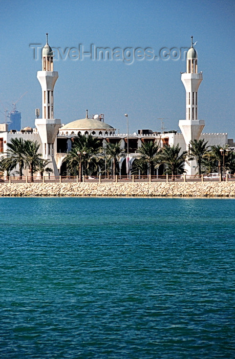 bahrain7: Muharraq, Muharraq Island, Bahrain: mosque by the water on Khalifa Al Kjabeer Highway - photo by M.Torres - (c) Travel-Images.com - Stock Photography agency - Image Bank