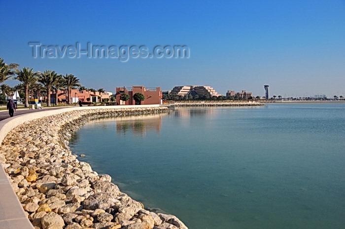 bahrain74: Muharraq, Muharraq Island, Bahrain: corniche along Arad Bay and Mövenpick Hotel Bahrain - photo by M.Torres - (c) Travel-Images.com - Stock Photography agency - Image Bank