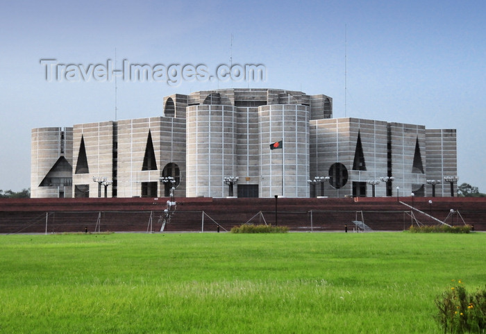 bangladesh10: Dakha / Dacca, Bangladesh: National Assembly of Bangladesh from the lawn - Jatiyo Sangshad Bhaban - designed by the Estonian-Jewish architect Louis Kahn - photo by M.Torres - (c) Travel-Images.com - Stock Photography agency - Image Bank