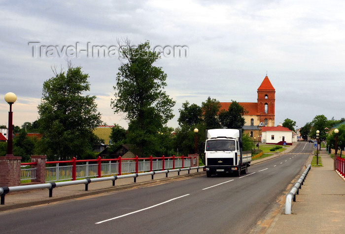 belarus106: Mir, Karelicy raion, Hrodna Voblast, Belarus: Catholic church of St. Nicholas  and truck on the road - photo by A.Dnieprowsky - (c) Travel-Images.com - Stock Photography agency - Image Bank