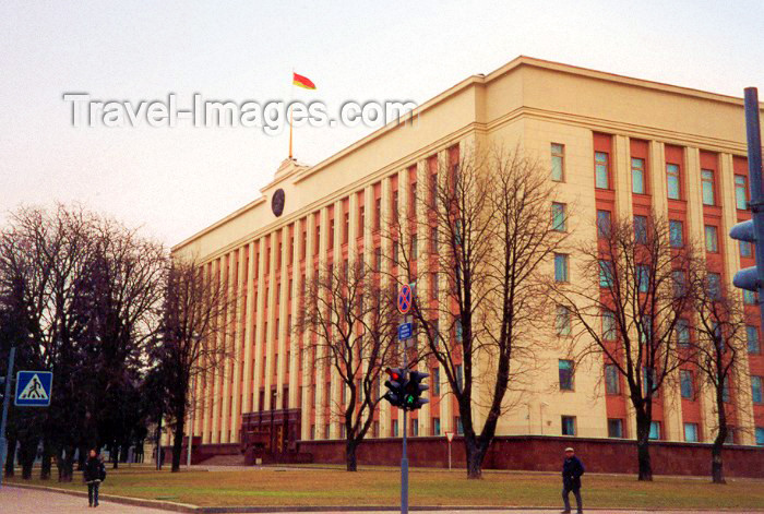 belarus14: Belarus - Minsk: seat of power - Residence of President of the Republic of Belarus - architects V. Araksin, A. Voinov - former Central Committee of the Communist Party of Belarus - CPB - Central Gardens between Engels Street and Krasnoarmeiskaya Street (p - (c) Travel-Images.com - Stock Photography agency - Image Bank