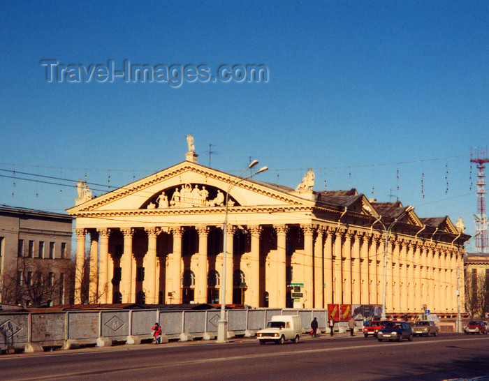 belarus15: Minsk: classical Greek - Trade Unions' Palace of Cukture - architect V. Ershov (photo by Miguel Torres) - (c) Travel-Images.com - Stock Photography agency - Image Bank
