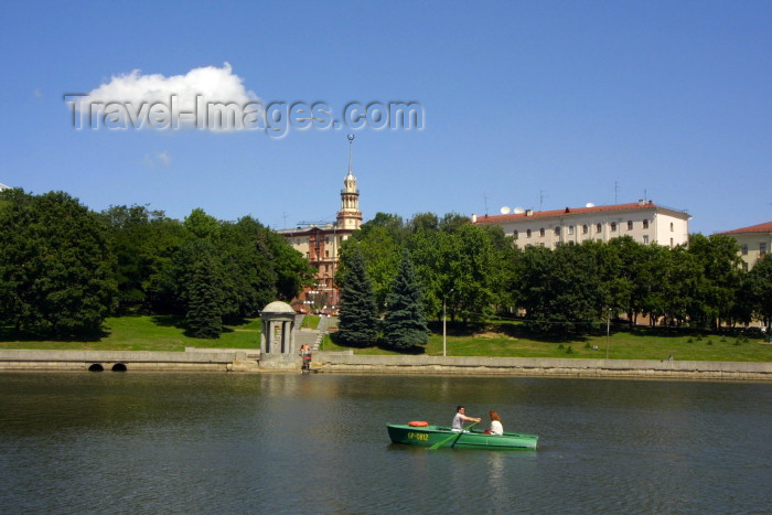 belarus27: Belarus - Minsk: rowing on the river Svisloch - small boat - weekend (photo by A.Stepanenko) - (c) Travel-Images.com - Stock Photography agency - Image Bank