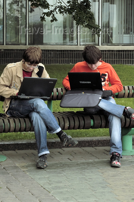 belarus77: Minsk, Belarus: two students working on their laptop computers on a street bench - photo by A.Dnieprowsky - (c) Travel-Images.com - Stock Photography agency - Image Bank