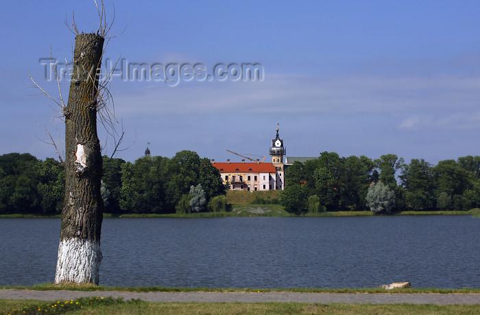 belarus86: Nesvizh / Nyasvizh, Minsk Voblast, Belarus: Nesvizh castle and the pond - photo by A.Dnieprowsky - (c) Travel-Images.com - Stock Photography agency - Image Bank
