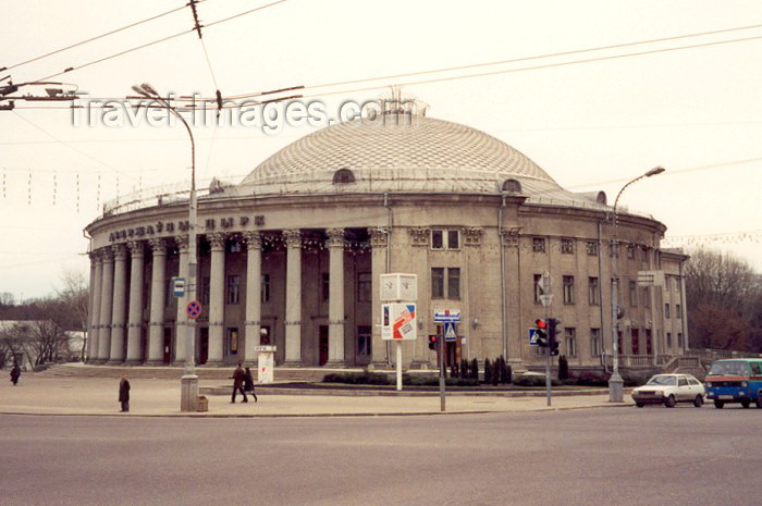 belarus9: Belarus - Minsk: the Circus - architect V. Zhukov (photo by Miguel Torres) - (c) Travel-Images.com - Stock Photography agency - Image Bank