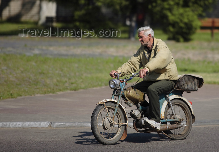 belarus98: Nesvizh / Nyasvizh, Minsk Voblast, Belarus: man on a rickety motorbike - photo by A.Dnieprowsky - (c) Travel-Images.com - Stock Photography agency - Image Bank