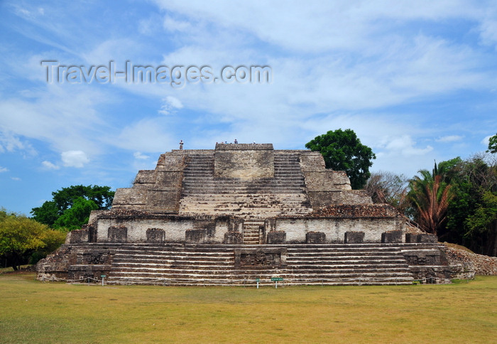 belize10: Altun Ha Maya city, Belize District, Belize: Temple of the Masonry Altars, B-4 - plaza B - Mesoamerican pyramid used in sacrificial ceremonies in which copal and jade were offered into a blazing fire - photo by M.Torres - (c) Travel-Images.com - Stock Photography agency - Image Bank