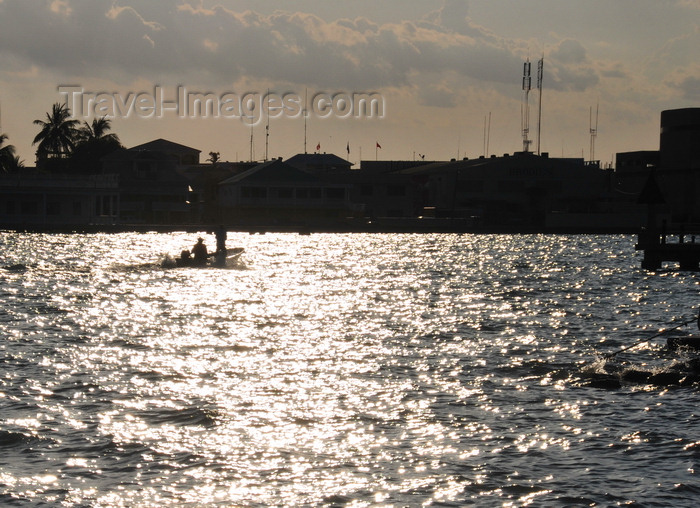 belize127: Belize City, Belize: Southern Foreshore - sun and Caribbean waters - photo by M.Torres - (c) Travel-Images.com - Stock Photography agency - Image Bank