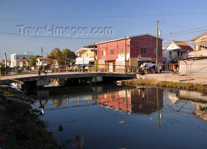 belize144: Belize City, Belize: bridge over Collet Canal - photo by M.Torres - (c) Travel-Images.com - Stock Photography agency - Image Bank