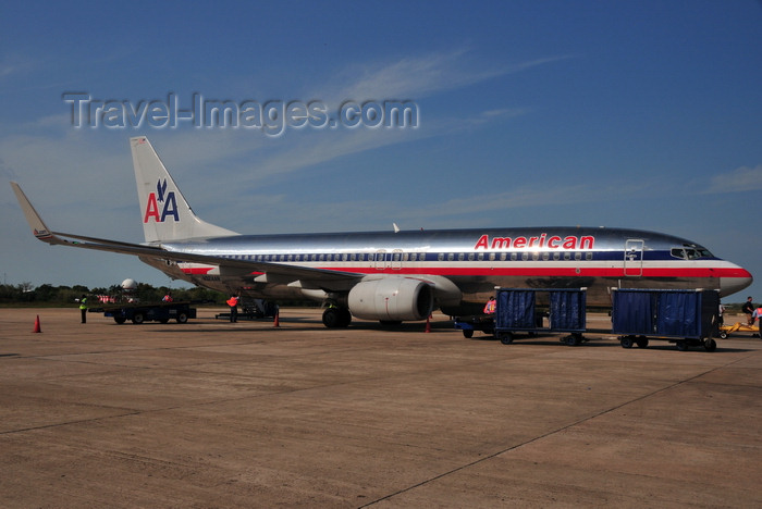 belize3: Belize City, Belize: American Airlines Boeing 737-823(WL) - cn 29525  ln 434 - N924AN - Philip S. W. Goldson International Airport - photo by M.Torres - (c) Travel-Images.com - Stock Photography agency - Image Bank