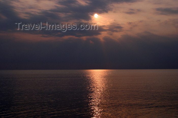 belize31: Belize - Seine Bight: first light - photo by Charles Palacio - (c) Travel-Images.com - Stock Photography agency - Image Bank