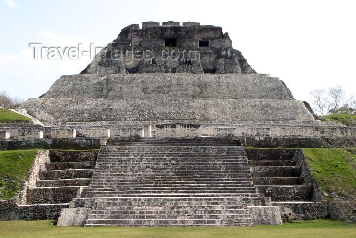 belize39: Belize - Xunantinich, Cayo district: Mayan pyramid - Mayan pyramid - 'El Castillo' - photo by C.Palacio - (c) Travel-Images.com - Stock Photography agency - Image Bank