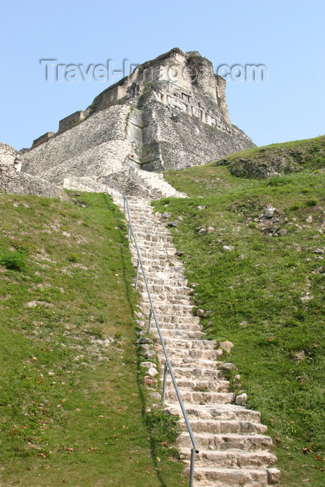 belize41: Belize - Xunantinich, Cayo district: Mayan pyramid - stairs to 'El Castillo' - ruin - ruinas maias - photo by C.Palacio - (c) Travel-Images.com - Stock Photography agency - Image Bank