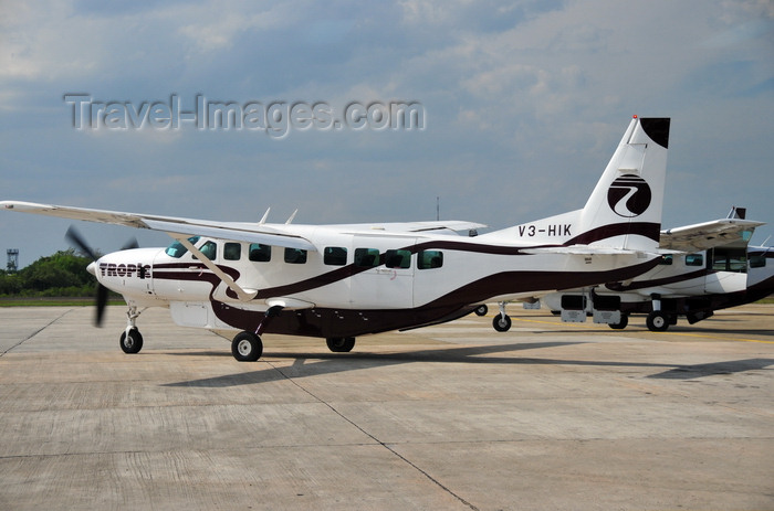 belize5: Belize City, Belize: Cessna 208B Grand Caravan - V3-HIK (cn 208B0707) - Tropic Air - Philip S. W. Goldson International Airport - photo by M.Torres - (c) Travel-Images.com - Stock Photography agency - Image Bank