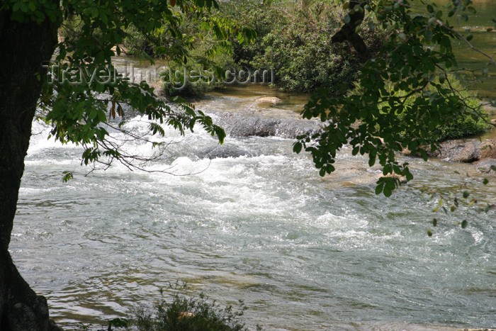 belize54: Belize - San Ignacio, Cayo District: rushing river - Macal River - photo by C.Palacio - (c) Travel-Images.com - Stock Photography agency - Image Bank